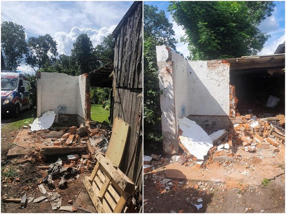Dach z przybudówki przy domu jednorodzinnym zawalił się na mężczyznę, który prowadził prace remontowe we wsi Boręty (woj. pomorskie) /Straż Pożarna /PAP