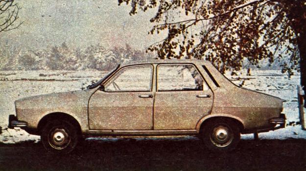 Dacia 1300, produkowana w Rumunii licencyjna wersja samochodu Renault 12, ma dość niekonwencjonalną linię klina, z bardzo mocno pochyloną szybą przednią i wklęsłą szybą tylną. Ustawienie silnika przed osią daje duży zwis przedni i zmusza stylistę do takiegoż zwisu z tyłu wozu. /Motor