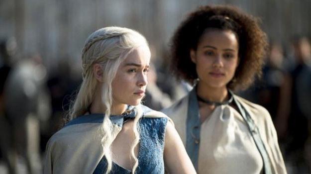Daenerys (Emilia Clarke), zwana Matką Smoków, stanie się postrachem handlarzy niewolników /materiały prasowe