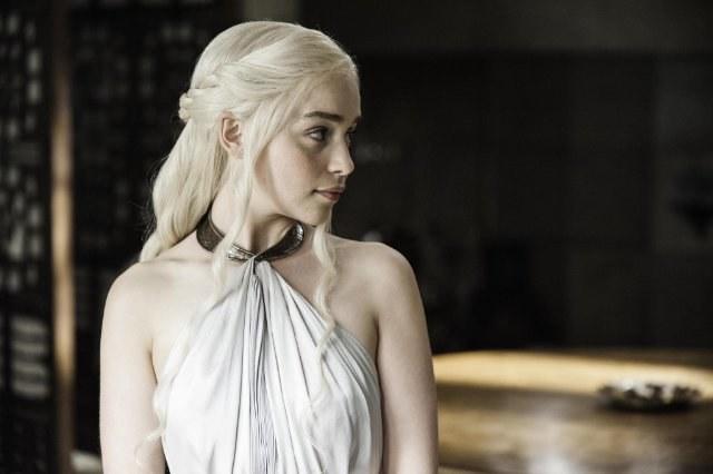 - Daenerys jest liderką i wpada w polityczne pułapki. Ciągle się uczy. W tym sezonie najciekawsze są zdrady - mówi Emilia Clarke. /HBO