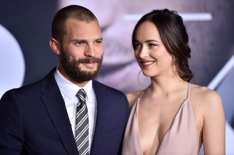 """Dakota Johnson i Jamie Dornan - odtwórcy głównych ról w filmie """"Pięćdziesiąt twarzy Greya"""" /Getty Images"""