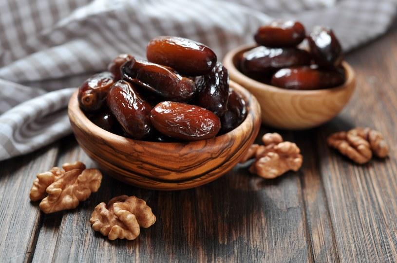 Daktyle mimo, że zawierają dużo kalorii są polecane w wielu dietach /123RF/PICSEL