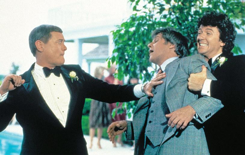 """""""Dallas"""": Choć bracia Ewing głównie stawali po przeciwnych stronach barykady, zdarzały się sytuacje, że """"zbliżał"""" ich do siebie wspólny wróg /Świat Seriali"""