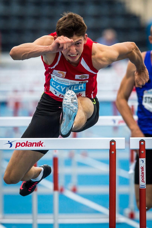Damian Czykier w biegu na 110 m ppł /Tytus Żmijewski /PAP