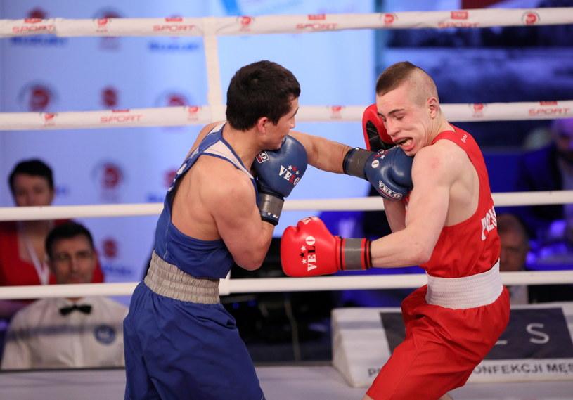 Damian Durkacz (czerwony) i Bekdaulet Ibragimow (niebieski) z Kazachstanu / Leszek Szymański    /PAP