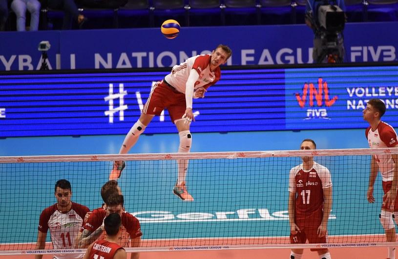 Damian Schulz zagrywa w meczu z USA /www.fivb.org