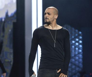 """Damian Ukeje z """"The Voice of Poland"""" zakażony koronawirusem. Przeszedł operację"""