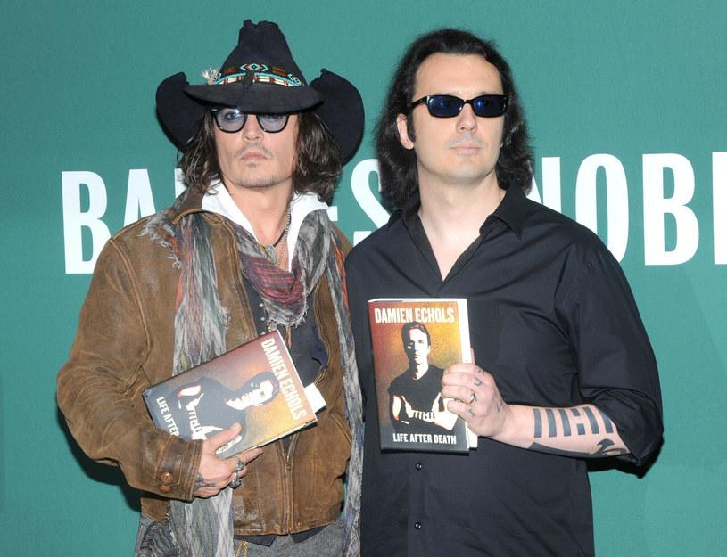 """Damien Echols i Johnny Depp na premierze książki """"Życie po śmierci"""" /Jack Shea/Starshots/Broadimage/EAST NEWS /East News"""