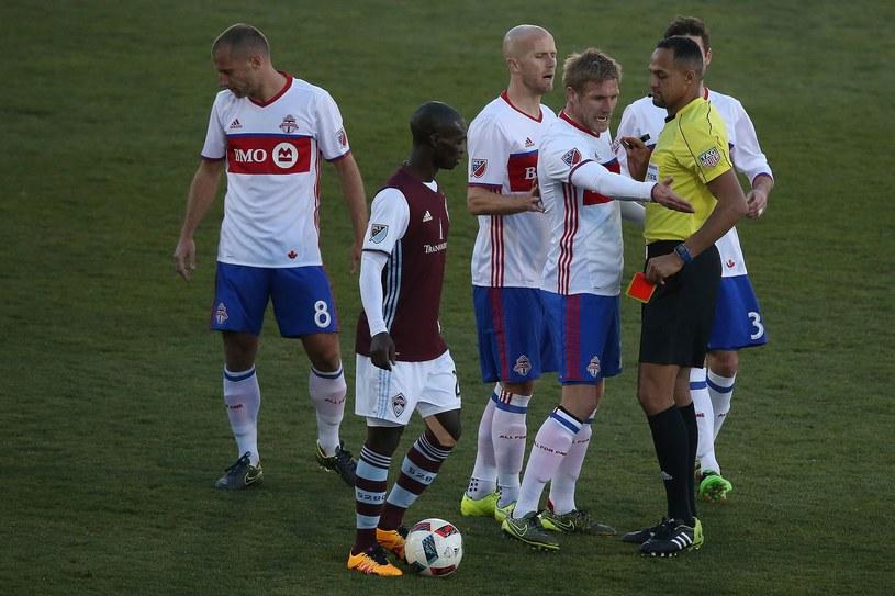 Damien Perquis dyskutuje z arbitrem podczas meczu MLS /AFP