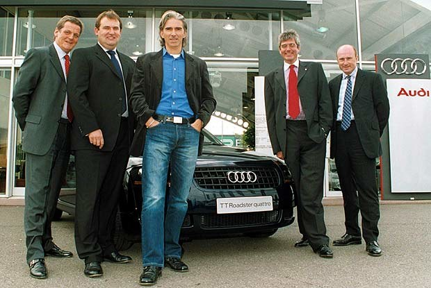 Damon Hill i jego nowy samochód (kliknij) /INTERIA.PL