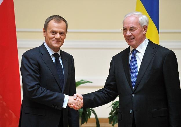 Danald Tusk (z lewej) i Mykoła Azarow /AFP