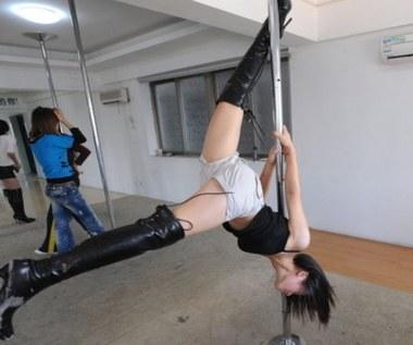 Dane 80 tysięcy fanów striptizu wyciekły do sieci