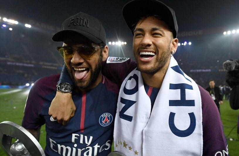 Dani Alves (z lewej) i Neymar /AFP