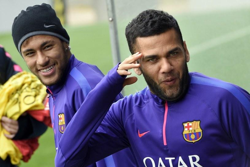 Dani Alves (z prawej) ze swoim najlepszym przyjacielem - Neymarem /AFP