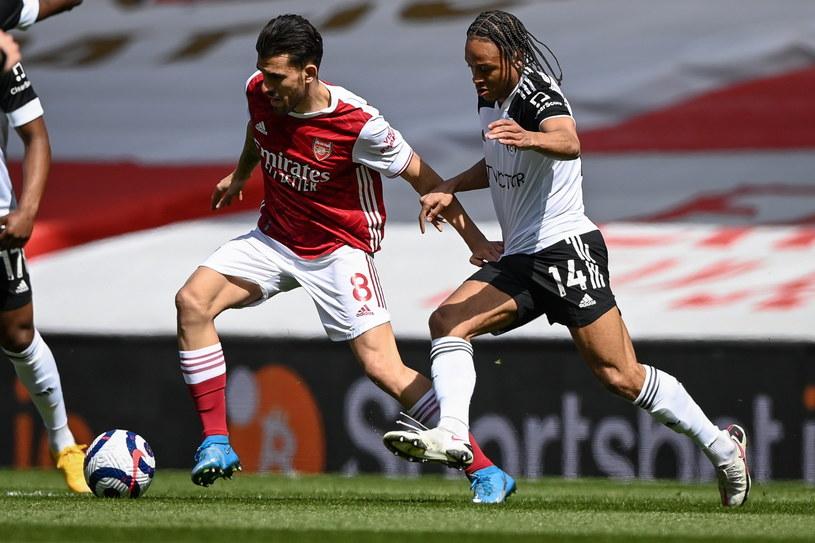 Dani Ceballos (z lewej) trafił do siatki Fulham, ale jego radość nie trwała długo /PAP