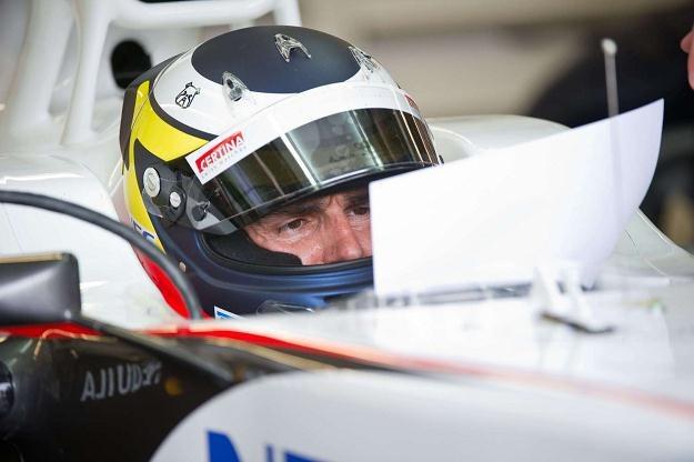 Dani Clos będzie testował bolid HRT dla widocznego na zdjęciu Pedra da la Rosy /AFP