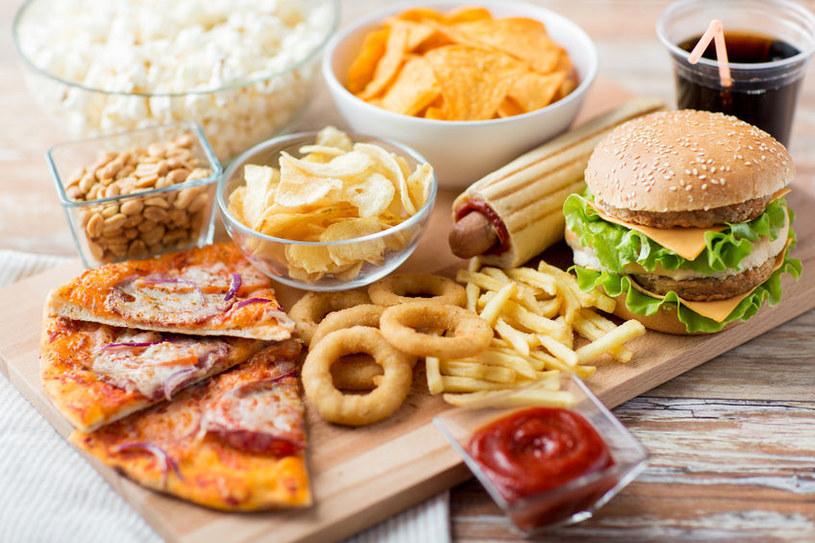 Dania typu fast-food mogą zrujnować zdrowie /123RF/PICSEL