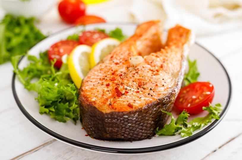 Dania z łososia to zdrowy pomysł na obiad /123RF/PICSEL