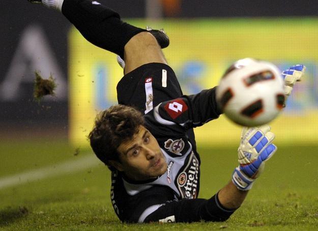 Daniel Aranzubia drugi tydzień z rzędu jest na ustach Hiszpanów /AFP