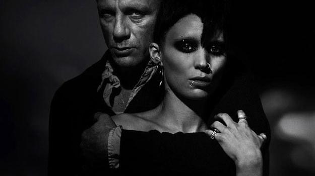 """Daniel Craig i Rooney Mara na mrocznym plakacie reklamującym """"Dziewczynę z tatuażem"""" /materiały dystrybutora"""
