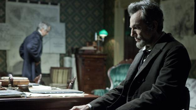 """Daniel Day-Lewis w scenie z filmu """"Lincoln"""" Stevena Spielberga /materiały dystrybutora"""