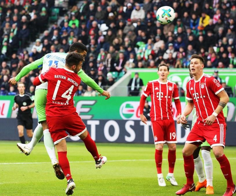 Daniel Didavi strzela gola dla VfL Wolfsburg w meczu z Bayernem Monachium /PAP/EPA