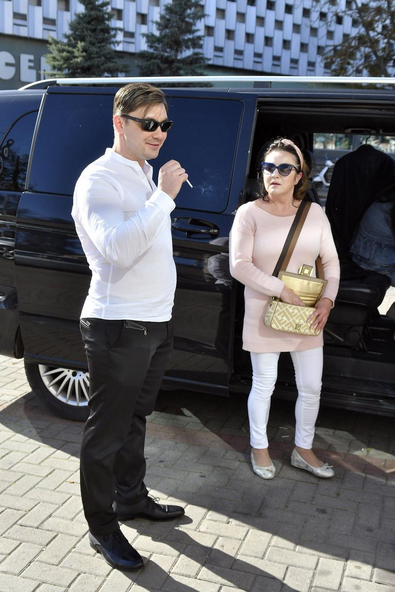 Daniel Martyniuk z mamą, Danutą Martyniuk przed sądem /Paweł Nowak  /East News