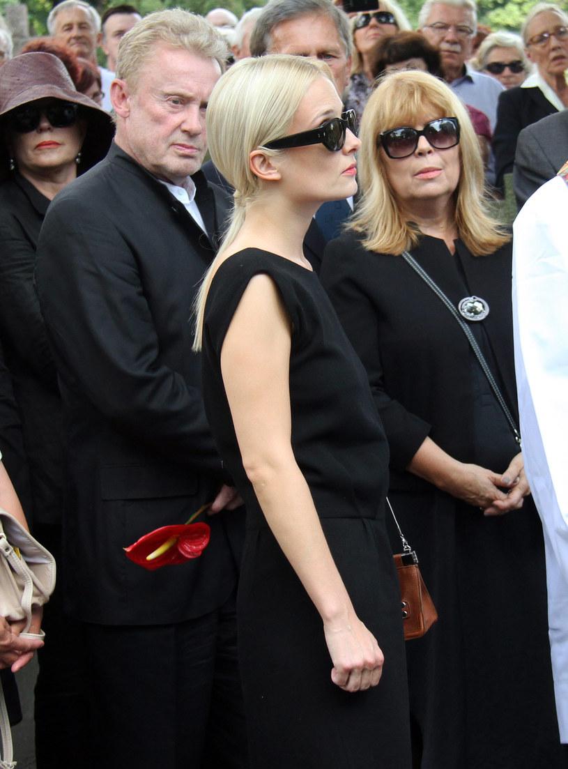 Daniel Olbrychski z córką Weroniką spotkał się na pogrzebie Andrzeja Łapickiego / Fot. Grazyna Myslinska  /Agencja FORUM