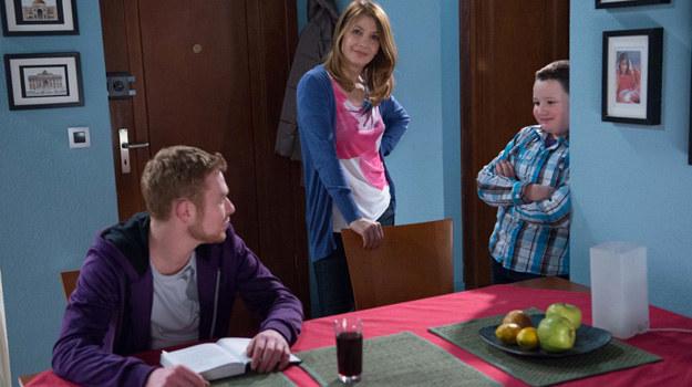 Daniel przypomni Kubie, że to tata od nich odszedł, a mama czuła się wtedy bardzo nieszczęśliwa. Odkąd poznała Krzysztofa, jest spokojniejsza... /Agencja W. Impact