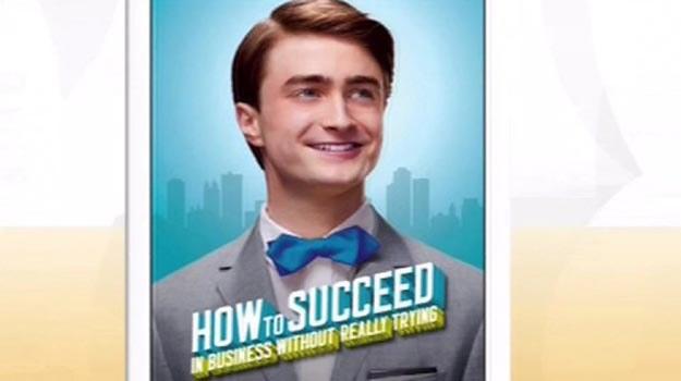 Daniel Radcliffe na plakacie reklamującym musical /Splashnews