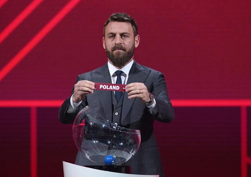 Daniele de Rossi wylosował Polaków do grupy I /Kurt Schorrer / HANDOUT /Getty Images