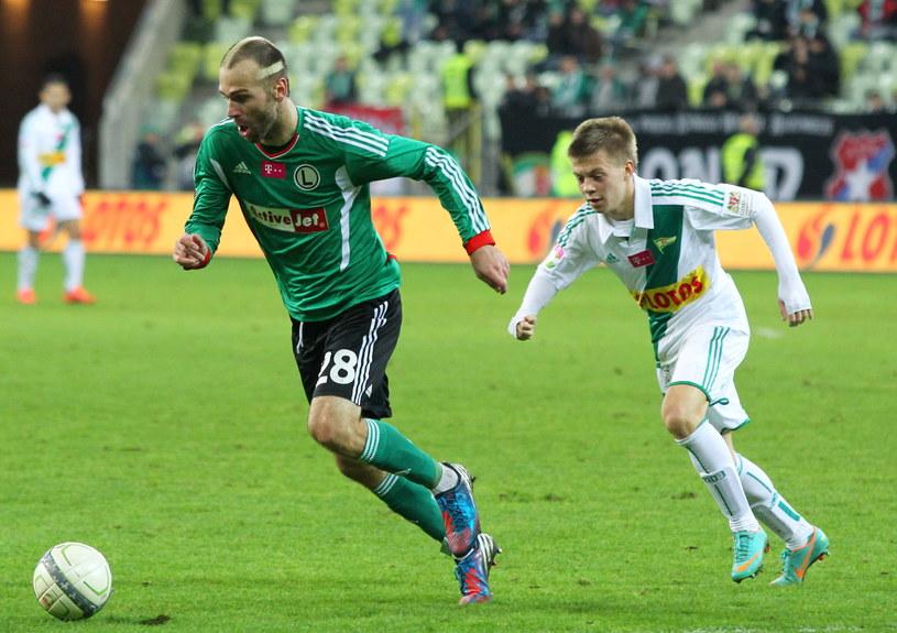 Danijel Ljuboja (przy piłce) ma problemy zdrowotne. /Piotr Wittman /PAP