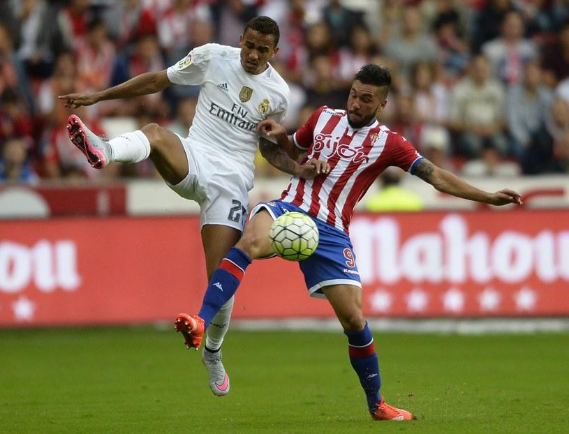 Danilo (z lewej) trafił w lecie do Realu Madryt /AFP