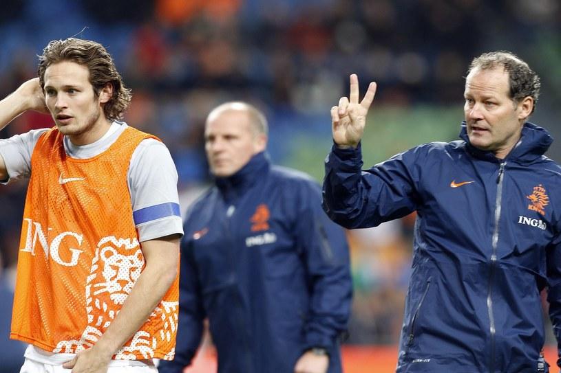 Danny Blind (z prawej) wierzy, że Holandia zakwalifikuje się na Euro 2016 /AFP