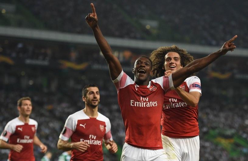 Danny Welbeck (na pierwszym planie) nie będzie już cieszył się z bramek strzelanych dla Arsenalu /FRANCISCO LEONG /AFP