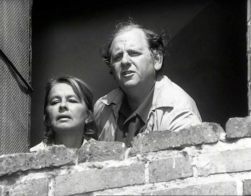 """Danuta Szaflarska i Lech Ordon w filmie """"Samochodzik i Templariusze"""" (1971) /East News/POLFILM"""
