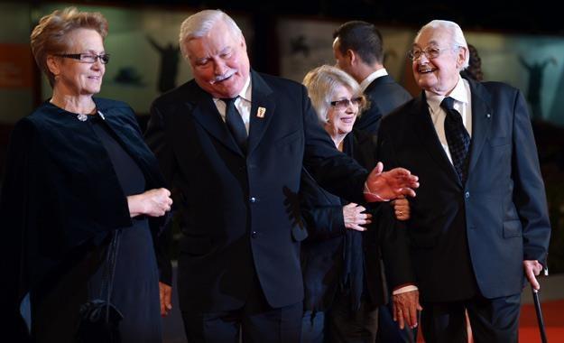 Danuta Wałęsa, Lech Wałęsa, Krystyna Zachwatowicz i Andrzej Wajda w Wenecji /AFP
