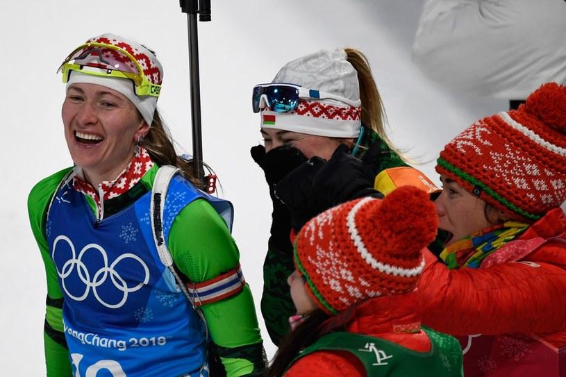 Daria Domraczewa (z lewej) ma powody do zadowolenia /AFP