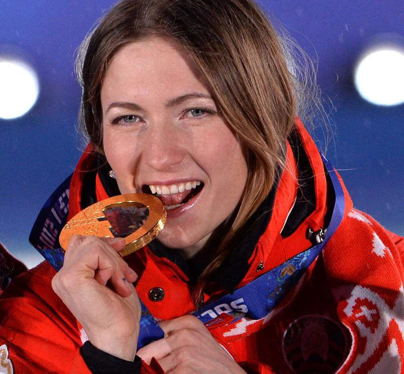 Daria Domraczewa z medalem w Soczi /AFP
