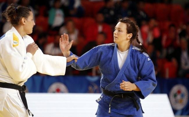 Daria Pogorzelec (z prawej) /PAP/EPA