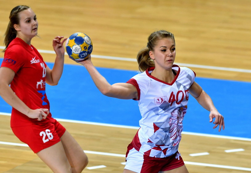 Daria Zawistowska (z piłką) z Pogoni Szczecin / Marcin Bielecki    /PAP