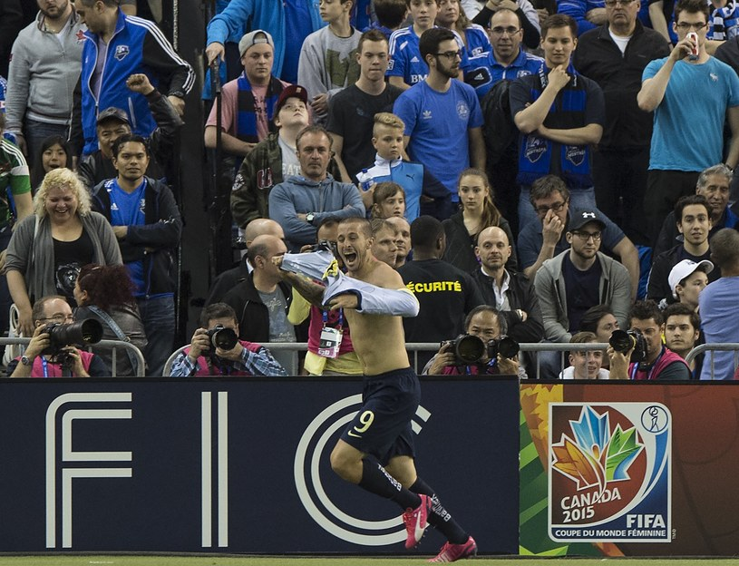 Dario Benedetto świętuje gola /AFP