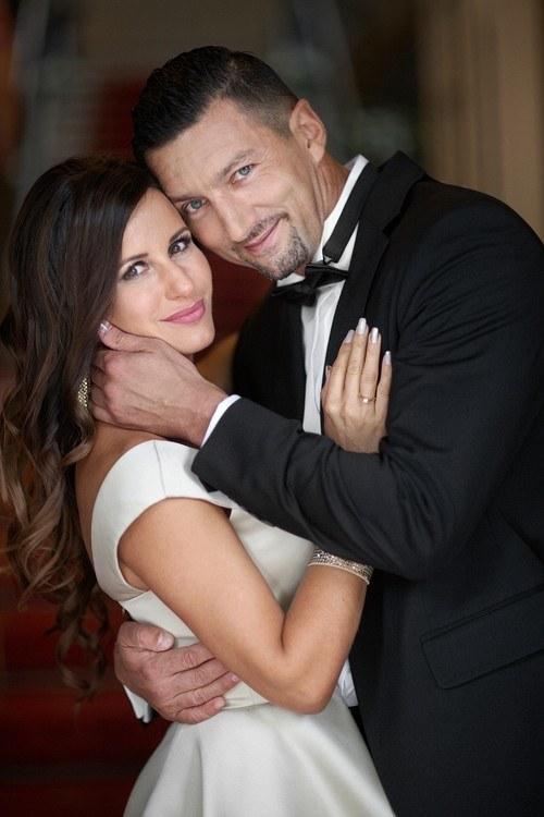 Dariusz Dudek i Aneta Franczak stanęli na ślubnym kobiercu /Fot. Adam Trzcionka  /