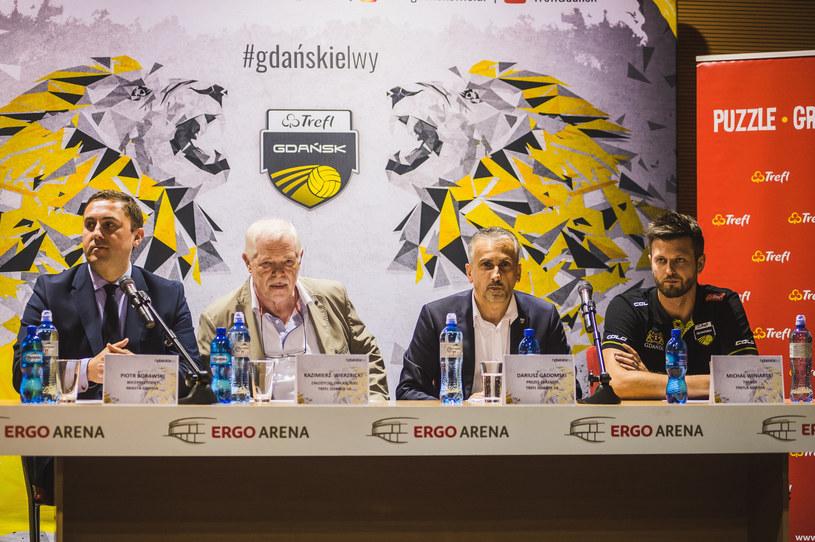 Dariusz Gadomski (drugi od prawej) i Michał Winiarski (pierwszy z prawej) /Karol Makurat /East News