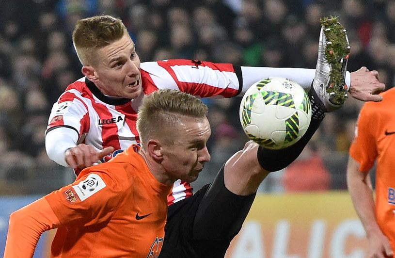 Dariusz Jarecki (w pomarańczowym) w pojedynku z Jakubem Wójcickim /Jacek Bednarczyk /PAP