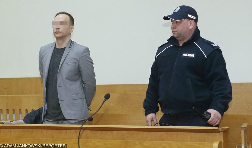 """Dariusz K. za spowodowanie wypadku ze skutkiem śmiertelnym skazany został na 7 lat więzienia, dożywotni zakaz prowadzenia pojazdów mechanicznych oraz pokrycie wszystkich kosztów postępowania sądowego. Sąd zaliczył dotychczasowy areszt na poczet wydanego wyroku, w więzieniu muzyk spędzi więc """"tylko"""" 5 lat /Adam Jankowski /Reporter"""