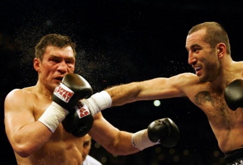Dariusz Michalczewski (z lewej) w walce z Francuzem Fabrice Tiozzo /AFP