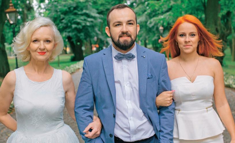 Dariusz Niewiński (Di Dżej Mietek) z mamą Krystyną i byłą partnerką Anetą /Na żywo