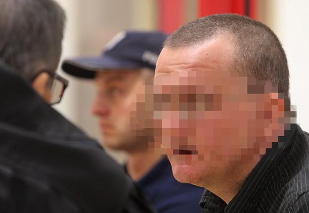 Dariusz P. przed sądem. Odpowiada za podpalenie swojej rodziny