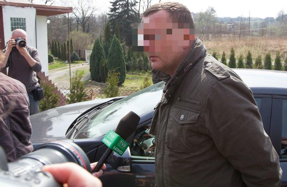 Dariusz P. przed swoim domem w Jastrzębiu Zdroju /Andrzej Grygiel /PAP